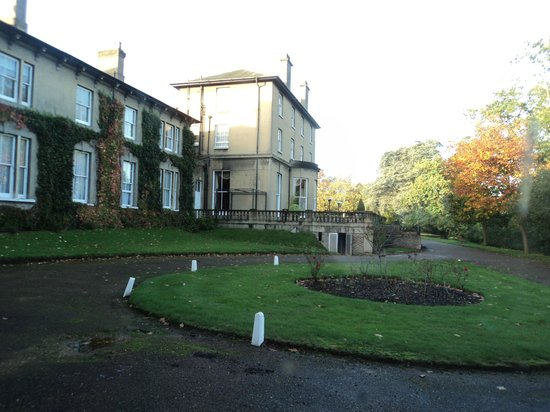 Oatlands Park Hotel: View from Classic Double room