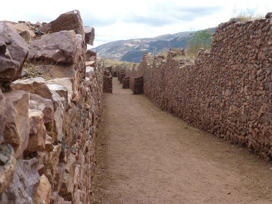 Piquillacta: Typical walled corridor