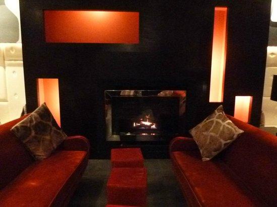 Ameritania Hotel : Seating in the bar area