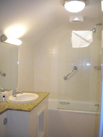 BEST WESTERN Westminster Hotel: our bathroom