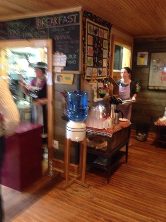 Small B & B Cafe: Small cafe ... Order at bar then seat yourself