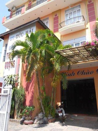 Thinh Vuong Hotel: Front of hotel