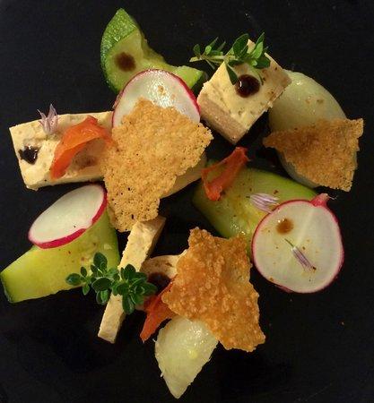 Le Classic : Mousseline de volaille légumes marinées et tuiles parmesan.