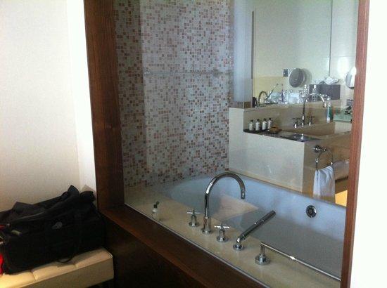 Jumeirah Frankfurt : Bathroom