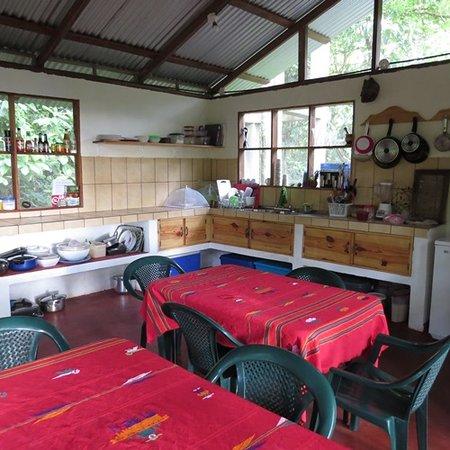 Toucan & Tarpon : Kitchen & Dining Area