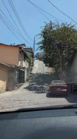 Copán Ruinas: A street downtown Copan Ruinas.  STEEP!!
