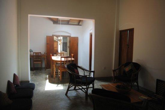 Kandy Cottage: Living room