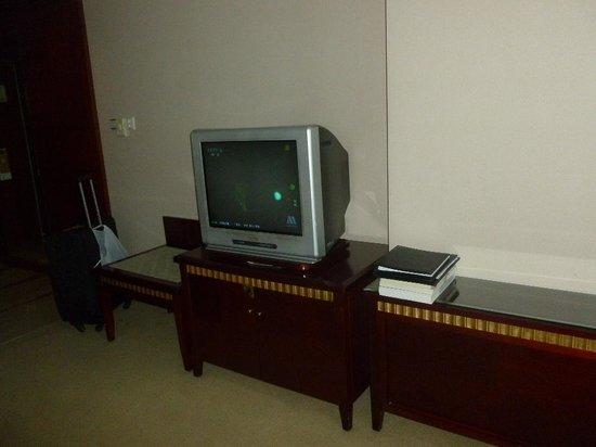 Yimei Plaza Hotel : Old TV