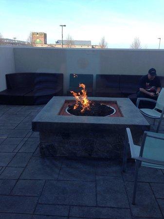 SpringHill Suites Scranton Wilkes-Barre: Trendy outdoor fire pit.