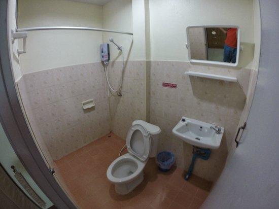Wannarit Resident : weird toilet arrangement