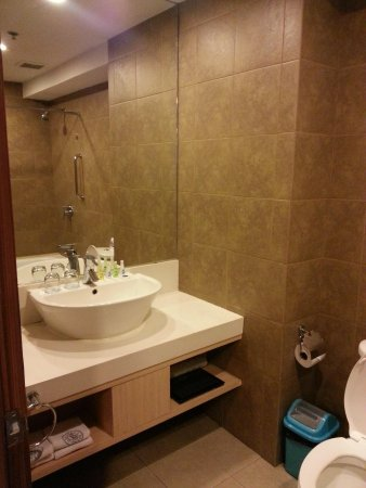 La Breza Hotel: studio room bathroom