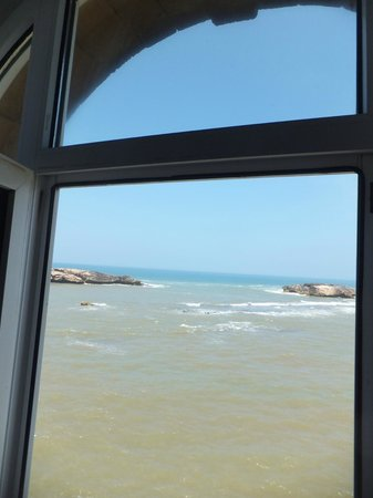Riad Perle d'Eau: Loved the sound of waves crashing below our room