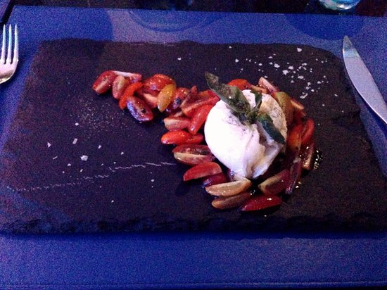The Blue Mango Bar and Grill: Tastes as good as it looks - Caprese Salad (starter)