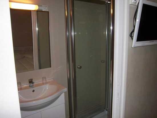 LE COLBERT : salle de bain