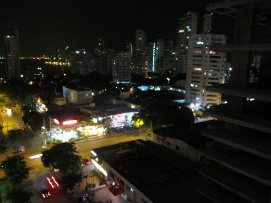 Hotel Capilla del Mar : Desde el balcón de la habitación - Bocagrande de noche