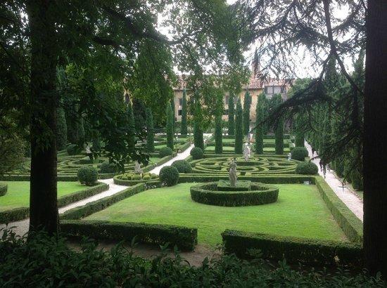 Palazzo Giardino Giusti: Территория сада