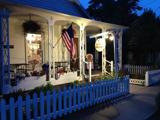 The Candy Shoppe : Outside at night