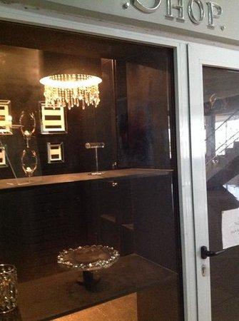 The Aknac Hotel : sumptious little shop..wish it was open!