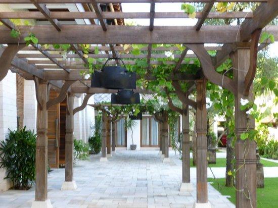 Sudamala Suites & Villas: Courtyard