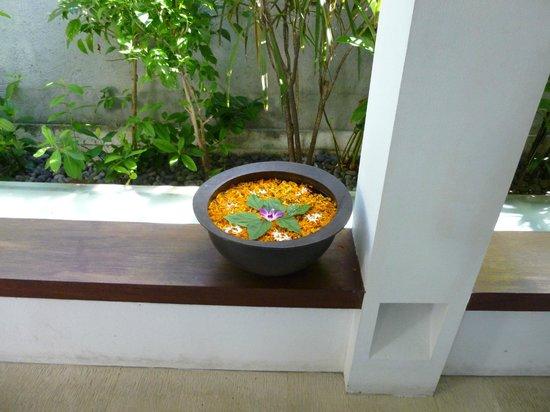 Sudamala Suites & Villas: Floating Flowers
