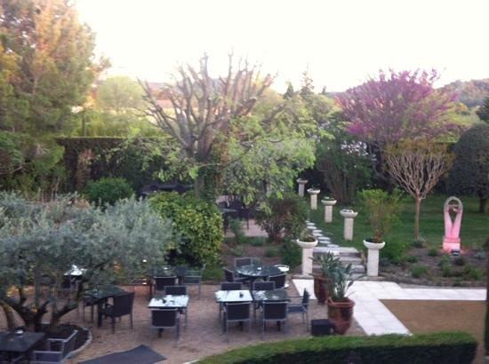 Le Mas Des Carassins Hotel: vistas desde la habitacion
