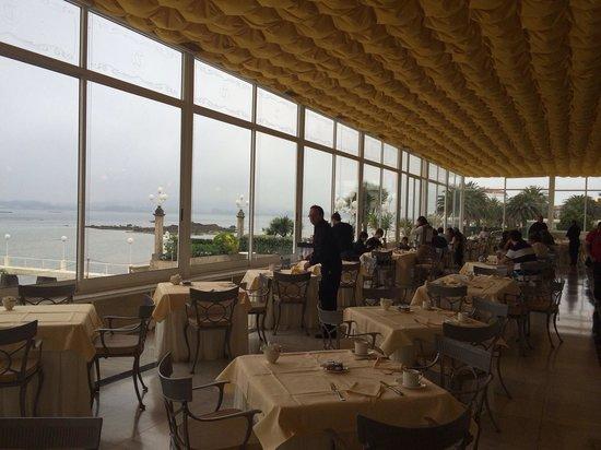 Eurostars Gran Hotel La Toja: Desayuno frente a la ría