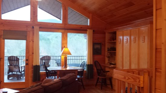 Elk Springs Resort: dining area with fold down bed