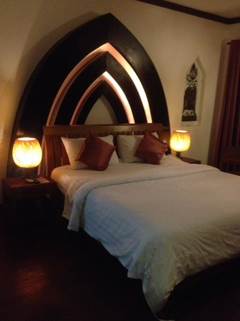 Diamond D'Angkor Boutique: The bed in our room