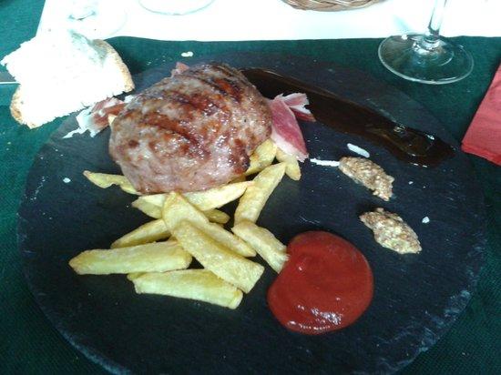 Restaurante Tapas Jesus Carrion: Hamburguesa de secreto.