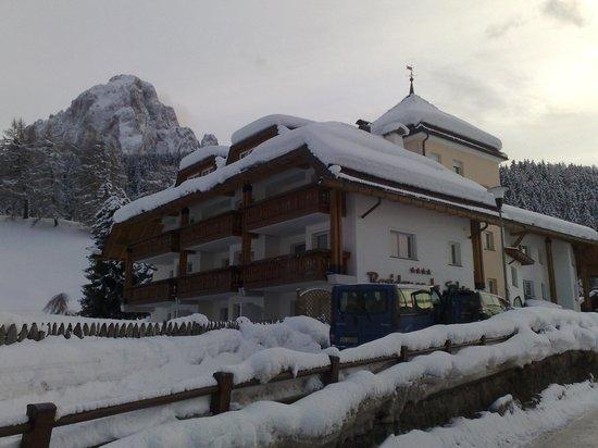 Residence La Selva : Zimowy Widok Frontu.