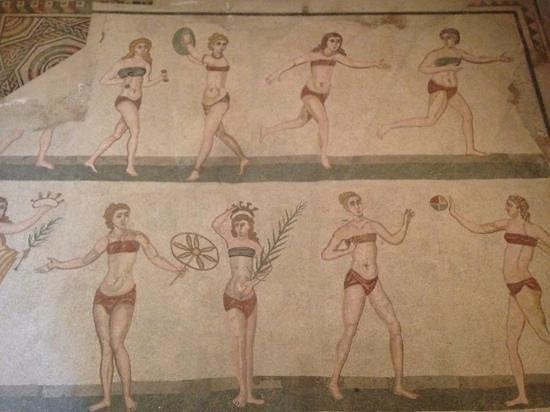 Villa Romana del Casale: ladies in bikini with older floor underneath