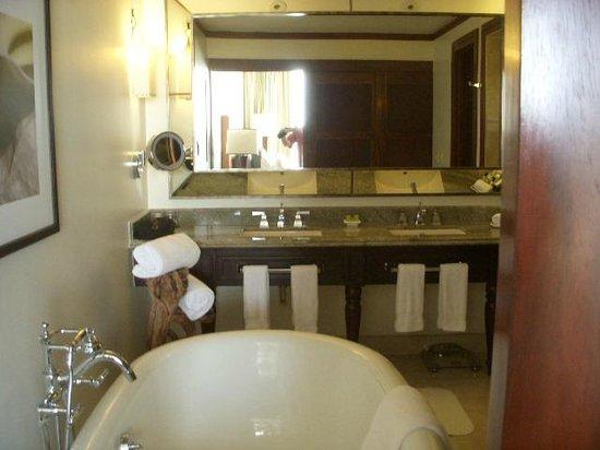 Real InterContinental Costa Rica at Multiplaza Mall : bathroom 1