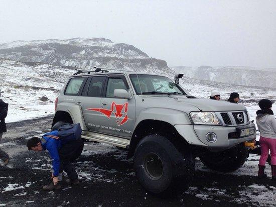Iceland Guided Tours : Voiture pour accéder au glacier