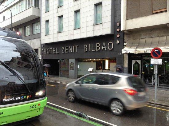 Hotel Zenit Bilbao : Frente do hotel