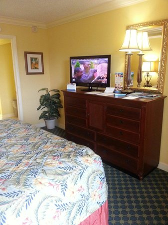 Sea Crest Oceanfront Resort: Rm:436 Flatscreen TV. With another one in the living room.