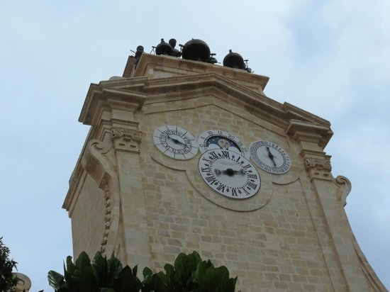 Grandmaster's Palace : La belle horloge quadruple