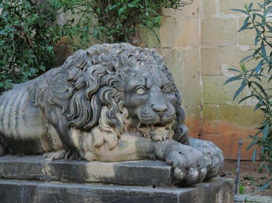 Grandmaster's Palace : Un des lions de la cour du palais des Grands Maitres