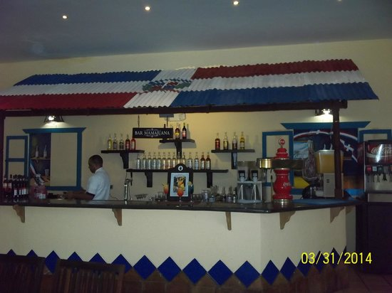 Caribe Club Princess Beach Resort & Spa: Bar outside Dominican Restaurant