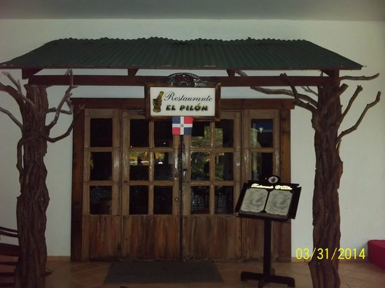 Caribe Club Princess Beach Resort & Spa: Entrance to Dominican Restaurant