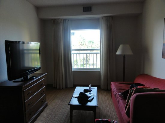 Residence Inn Orlando at SeaWorld : tv y sillon cama