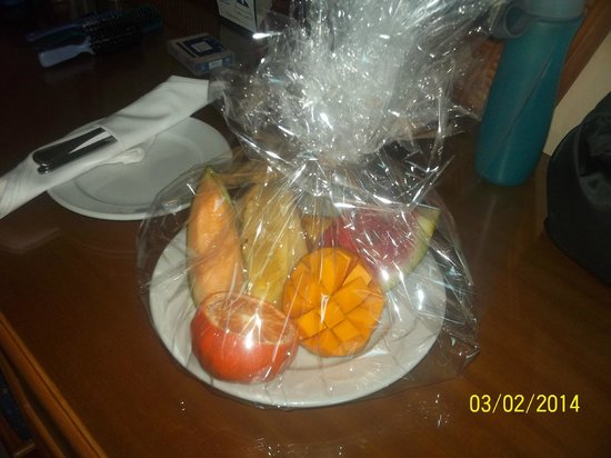 Caribe Club Princess Beach Resort & Spa: I received a fruit plate from Guest Services