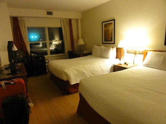 Residence Inn Orlando at SeaWorld® : cama con vista a la pileta