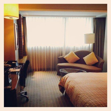 Four Points by Sheraton Shanghai, Pudong: View of room viewed upon entering the room.
