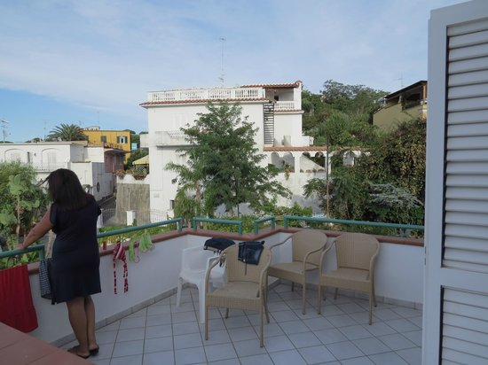 Hotel Terme La Pergola: the neighbouring balcony