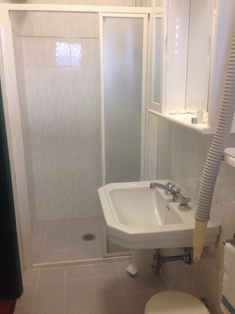 Hotel Piccadilly: Bagno