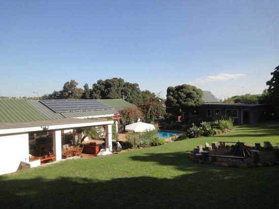 Marula Lodge: Frühstücksterrasse im Garten