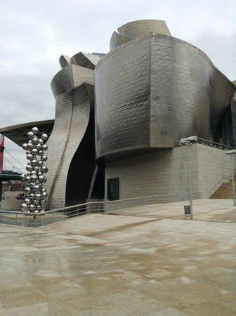 Museo Guggenheim de Bilbao: Fora do museu