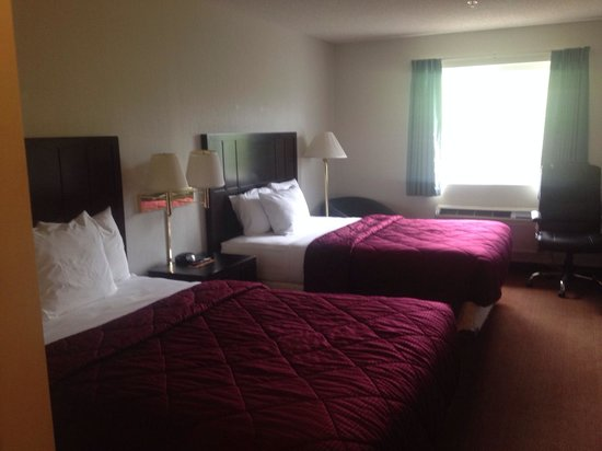 Red Lion Inn & Suites- Sequim at Olympic National Park: Double queen room with new furniture