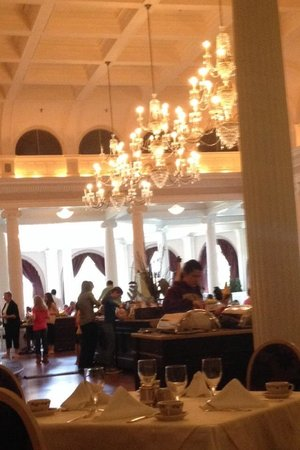 The Omni Homestead Resort: Breakfast in the main dining room