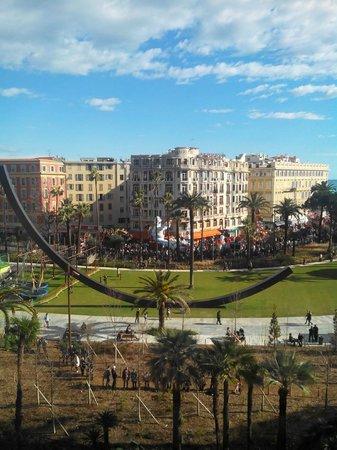 B4 Plaza Nice: улица